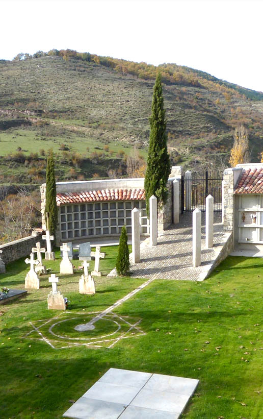 Obras. Arquitectura. Portada. Cementerio San Roman de Cameros. Carlos Martin La Moneda