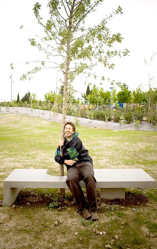 Obras. Mobiliario Urbano. Banco Sentarse con los arboles 2. Carlos Martin La Moneda